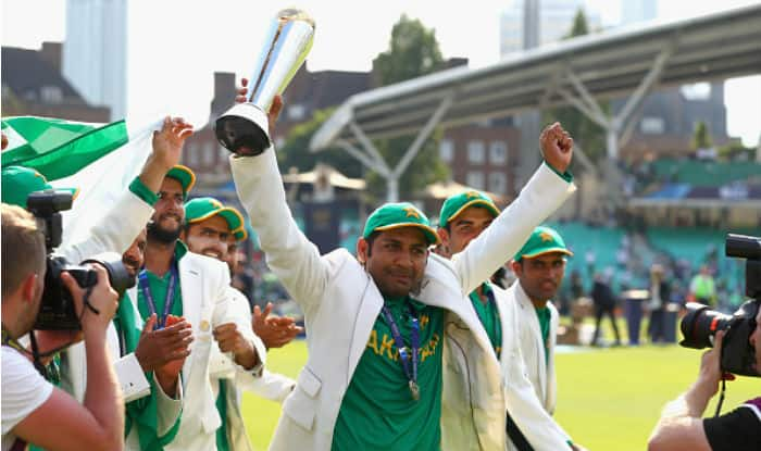 Sarfraz Ahmed lifts the winners trophy as Pakistan win the ICC Champions Trophy 2017 defeating India in the final | Getty Images
