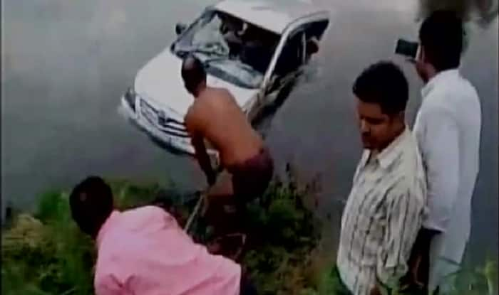 Vehicle carrying pilgrims falls into canal; 10 killed