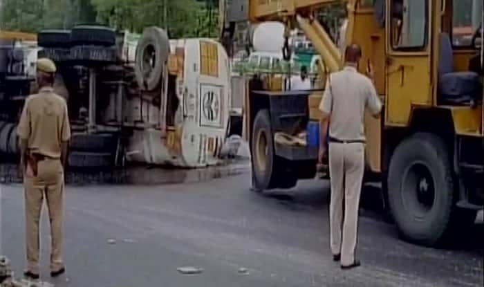 Tanker overturns at Moolchand Underpass
