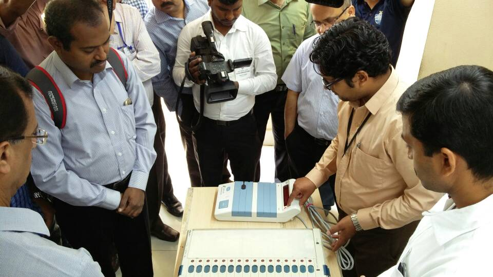 Gujarat EVMs: Cong demands impartial judicial probe