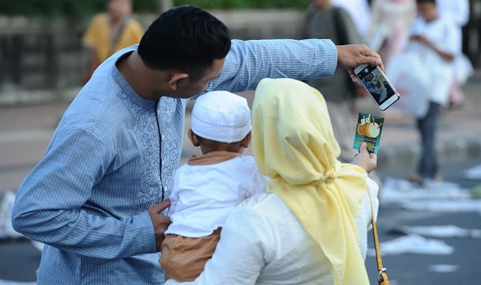 Thousands of Manitoba's Muslims gather to end month of fasting