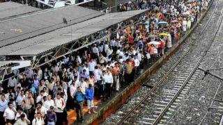 मुंबई में जारी है तेज बारिश, सेंट्रल और हार्बर लाइन की लोकल लेट