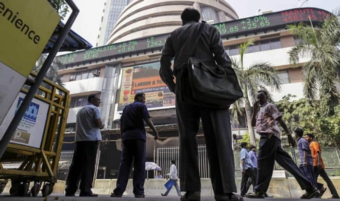 Sensex retreats from record on late sell-off, ends in green
