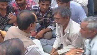 Shivraj Singh Chouhan meets kin of deceased farmers in Mandsaur, says 'I am with you'