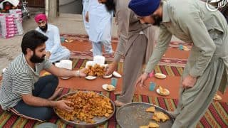 Pakistani Sikh men promote religious harmony by distributing 'Iftar' to Muslims during Ramzan (See Pictures)