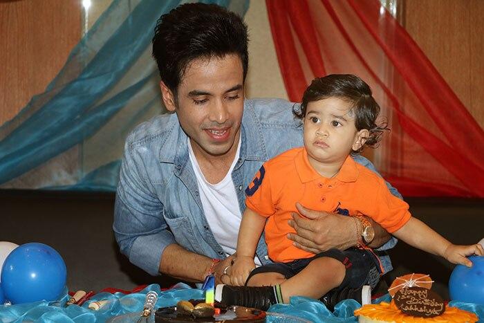 Tusshar Kapoor S Little Munchkin Laksshya Cuts His First Birthday