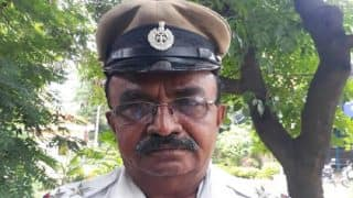 Bengaluru: Traffic policeman wins heart as he stops President's convoy to let an ambulance pass