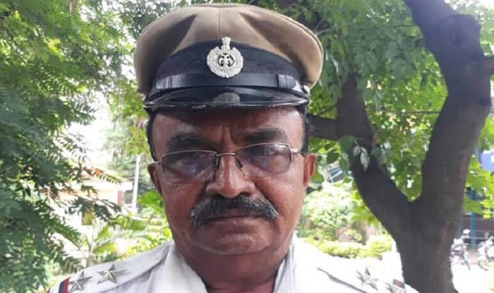 Bengaluru cop stops President's convoy to make way for ambulance, wins applause