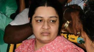 Deepa Jayakumar prevented from entering Jayalalithaa's Poes Garden residence, to meet PM Modi on Monday