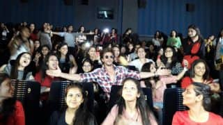 Here's how Shah Rukh Khan made all the Sejals in Ahmedabad go weak in their knees!