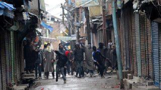 कश्मीर घाटी में पथराव की घटनाओं के पीछे हुर्रियत कार्यकर्ताओं का हाथ: सरकार