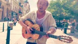 Harry Potter star Tom Felton sings and plays guitar on the streets of Prague but people fail to recognize him! (Watch video)