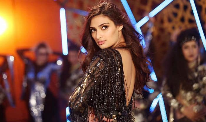 Athiya Shetty's Beauty Secrets: Here's How the Mubarakan Star Takes Care of Her Skin(1)