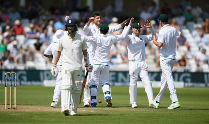 South African players celebrate a fall of a wicket on day 4 of second Test against England | Getty Images