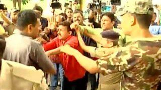 Tejashwi Yadav's Security Guards Manhandle Media Persons at Bihar Secretariat (Watch Video)