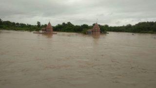 UP: बाराबंकी में सेल्फी लेने के चक्कर में परिवार के 8 लोग घाघरा नदी में डूबे