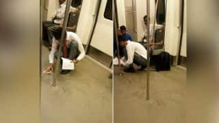 This Boy Wiped Clean the Metro He was Travelling After he Accidentally Spill Food and it Happened in India