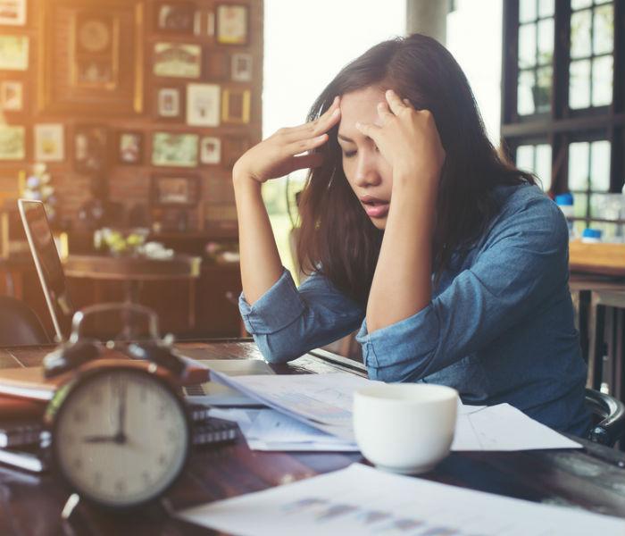 Workplace पर सही ढंग से नहीं बैठने पर होती है थकान, spinal cord में भी हो सकता है जख्म