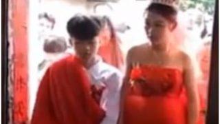 13 साल की प्रेग्नेंट गर्लफ्रेंड से की शादी, सोशल मीडिया पर वीडियो वायरल