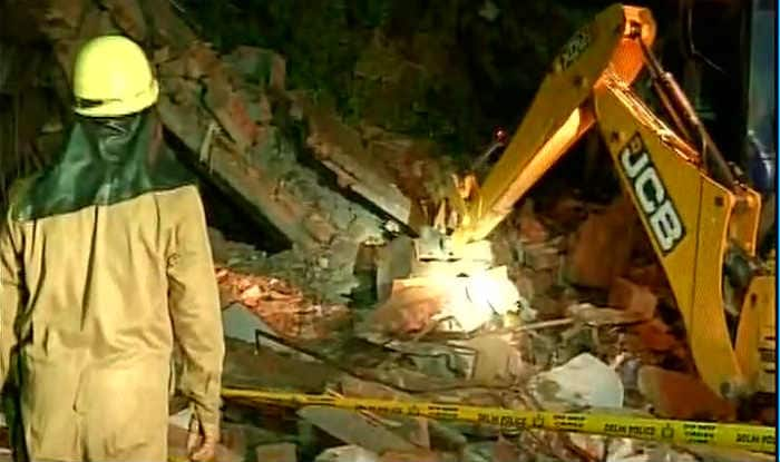 One killed, two injured after a building collapses in Mumbai