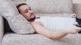 Sofa Main Sone Ke Nuksan: क्या आप भी सोते हैं सोफे पर? तुरंत बदल लें आदत, हो सकती हैं ये समस्याएं