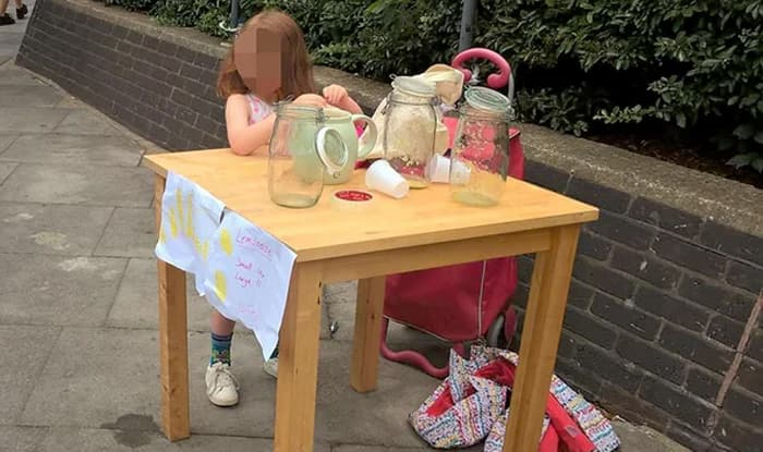 Invitations to set up stall to girl fined for selling lemonade