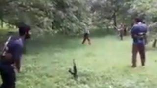 जम्मू-कश्मीरः Ak-47 को स्टम्प बनाकर क्रिकेट खेल रहे संदिग्ध आतंकियों का वीडियो वायरल