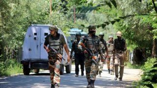 जम्मू-कश्मीरः कुलगाम में सुरक्षाबलों ने मार गिराए दो आतंकी 5 पुलिसवालों की हत्या में थे शामिल