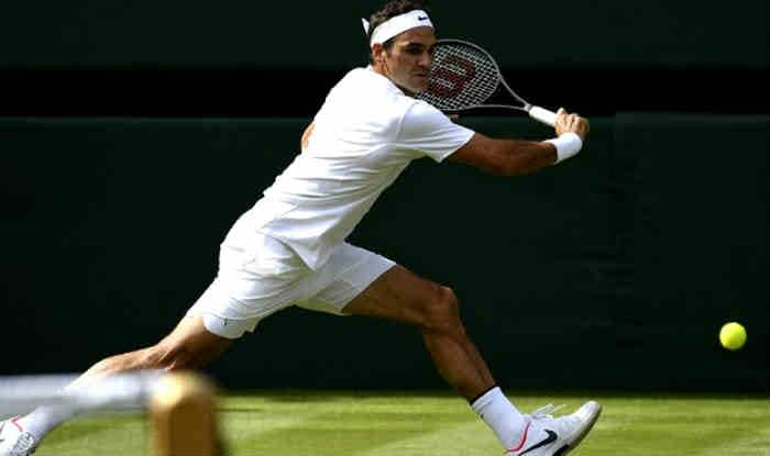 Federer plays a backhand shot. (Getty Image)