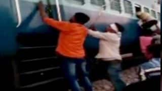 Muslim Family of 10 Assaulted, Looted and Abused by Mob in Train near UP's Farrukhabad