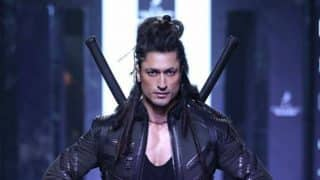 Vidyut Jammwal Looks Like a Fierce Warrior at the Lakme Fashion Week 2017 Ramp!