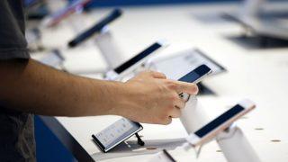 सरकार ने स्मार्टफोन बनाने वाली 21 कंपनियों को भेजा नोटिस, पर्सनल डाटा चोरी होने का शक