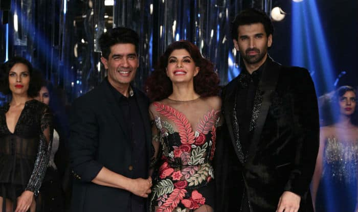 Jacqueline Fernandez closes Manish Malhotra's show at Lakmé Fashion Week