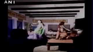बदहाल यूपी: रक्षाबंधन के दिन सरकारी स्कूल में बार बालाओं का अश्लील डांस
