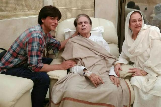 Shahrukh Khan visits Legendary actor Dilip Kumar at his home (See pics)