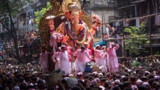 गणेश विसर्जन: सुरक्षा हुई चाक चौबंद, भक्त दे रहे है अपने लाडले बाप्पा को विदाई