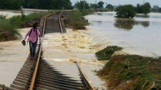 Indian Railway/IRCTC: बिहार में रेलवे ट्रैक पर पहुंचा बाढ़ का पानी, समस्तीपुर-दरभंगा रूट पर कैंसिल की गईं कई ट्रेनें, देखें Full List