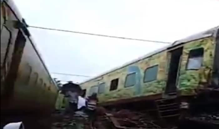 Seven coaches of Nagpur-bound Duronto Express derails near Asangaon in Maharashtra