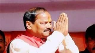 Jharkhand CM Raghubar Das Flouts Traffic Rule on Diwali, Rides Scooter Without Helmet With His 'Mates'