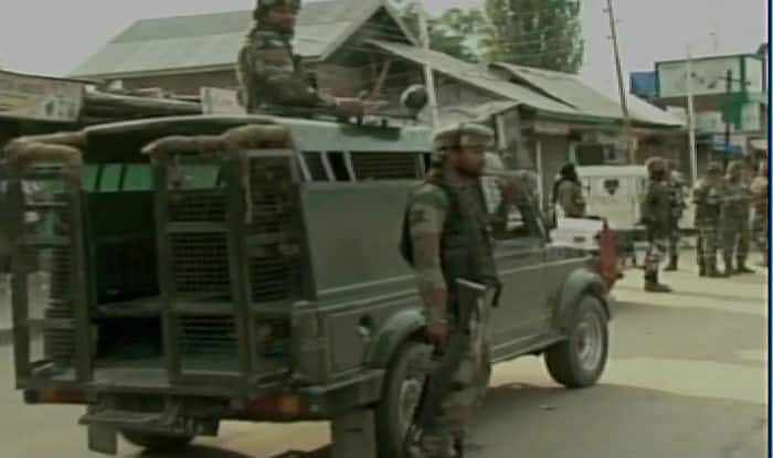 Security forces lay cordon and search operation in Baramulla (File image)
