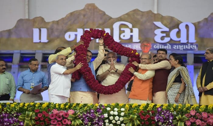 PM Modi being welcomed at the Narmada Mahotsav closing ceremony. (PIB image)