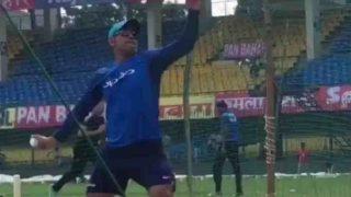 धोनी ने स्पिनर बन खूब की गेंदबाजी, वीडियो हो रहा है वायरल