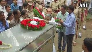 पूरे राजकीय सम्मान के साथ गौरी लंकेश का हुआ अंतिम संस्कार