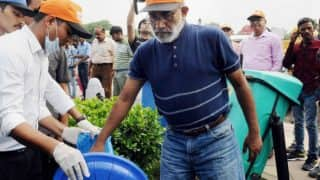 Union Minister Alphons Kannanthanam's Supporters Arrange Garbage For His 'Swachch Hi Seva' Photo-op at India Gate