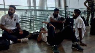 एयरपोर्ट की फर्श पर आराम फरमाने लगे धोनी, बगल में बैठ गए कोहली-पंड्या, राहुल, तस्वीरें वायरल
