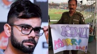 Virat Kohli Receives Marriage Proposal from Pakistani Policeman: 'Kohli Marry Me' Banner is a Must See Picture