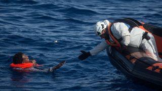 लीबिया में जहाज दुर्घटनाग्रस्त, 90 लोग लापता, आठ की मौत
