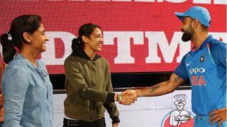 Virat Kohli Meets Indian Women's Cricket Team Members Harmanpreet Kaur, Smriti Mandhana After Bengaluru ODI