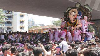 Ganesh Visarjan Video: Lalbaug Cha Raja Embarks on Final Journey Amid Colours, Dhol, Drums and Ganpati Bappa Moreya Chants