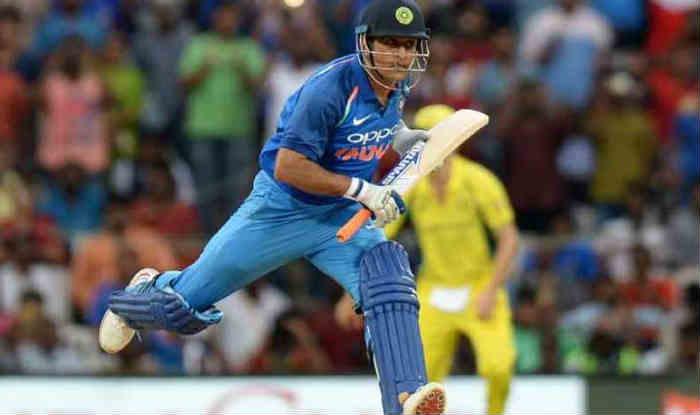 धोनी ने दूसरे टी20 में ऑस्ट्रेलिया के खिलाफ विकेटों के बीच लगाई 31 किमी/घंटे की रफ्तार से दौड़  (Getty)